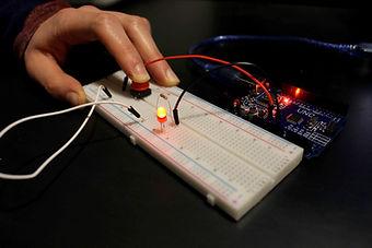 Tutoriel bouton LED description bibliotheque 2 kit électronique débutant à monter Arduino tutoriel apprendre kit électronique explication meilleur composant