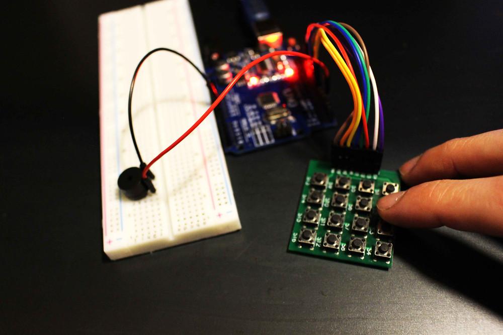 clavier buzzer Apprentissage atout jeune lycéens étude description bibliotheque 2 kit électronique débutant à monter Arduino tutoriel apprendre kit électronique explication meilleur composant