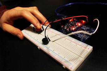 buzzer bouton Arduino uno description bibliotheque 2 kit électronique débutant à monter Arduino tutoriel apprendre kit électronique explication meilleur composant