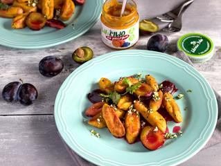 Leniwe z dodatkiem pasty marchewkowej i sosem śliwkowym