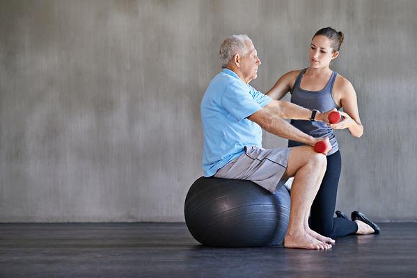 Entrenador personal en Valencia para mejorar la codición física de los mayores. Gimasia adaptada a la tercera edad.