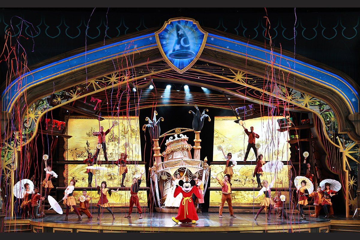 Mickey-Center-Stage_5_13_DL_05729_