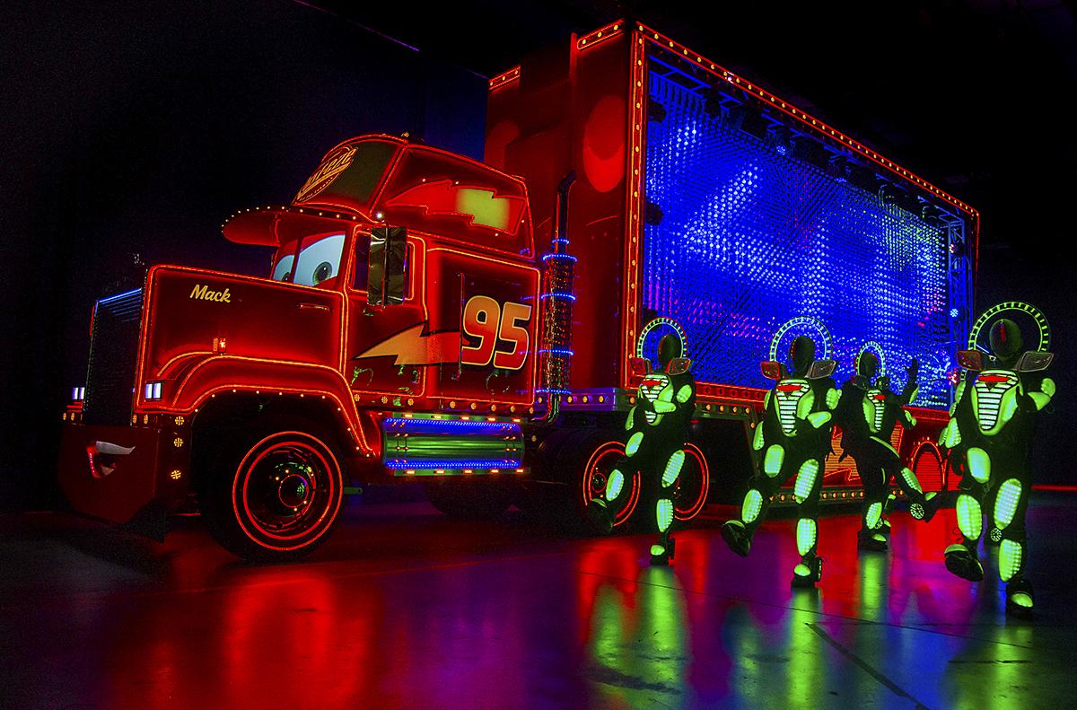 Disneyland-Kicks-Off-Diamond-Celebration-with-a-Dazzling-24Hour-Event-240238f93dca480aa3fe27ec215b30