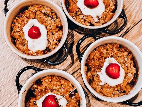 Delicious Cherry Crumble | Gesunder Veganer Kirsch Crumble mit Haferflockenstreusel