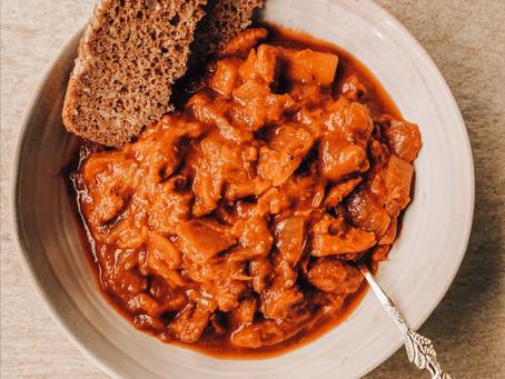 Das beste Vegane Gulasch | Gesund, proteinreich, lecker & Budget-friendly