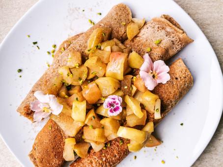 Vegane Amaranth Pfannkuchen mit Apfelkompott | Gesund, lecker & schnell zubereitet