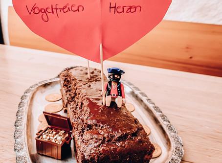 Haselnusskuchen mit Schokoguss | Piratenstark & Vogelfrei | Vegan, saftig