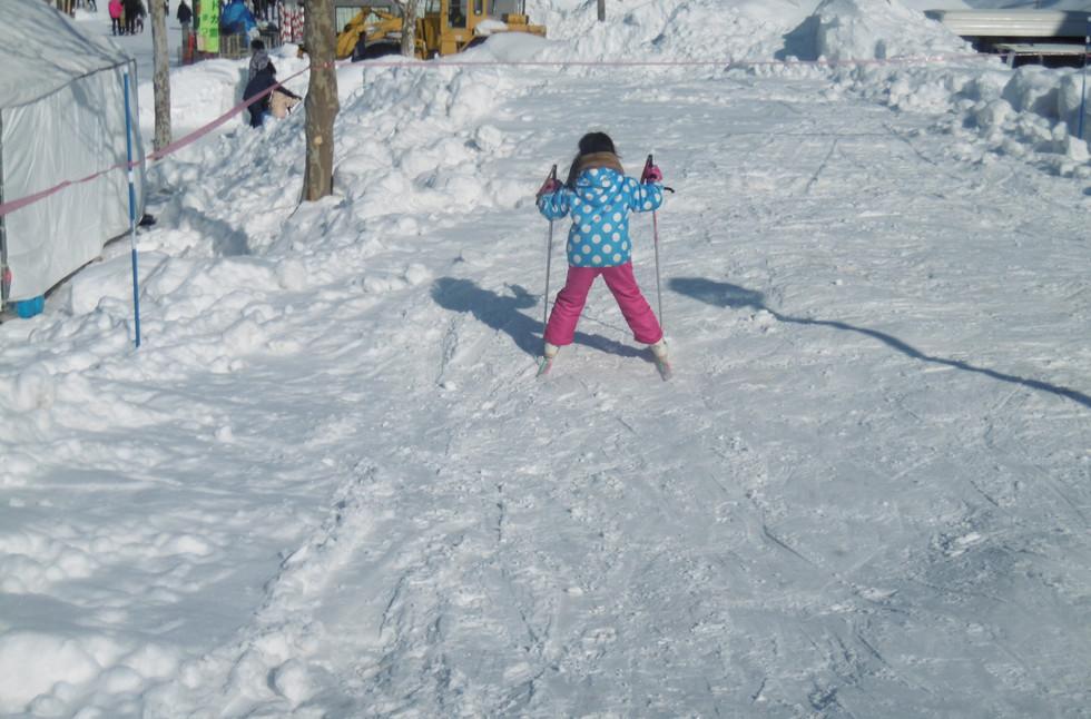 ドカ雪まつりでの歩くスキー体験の様子(令和元年度)