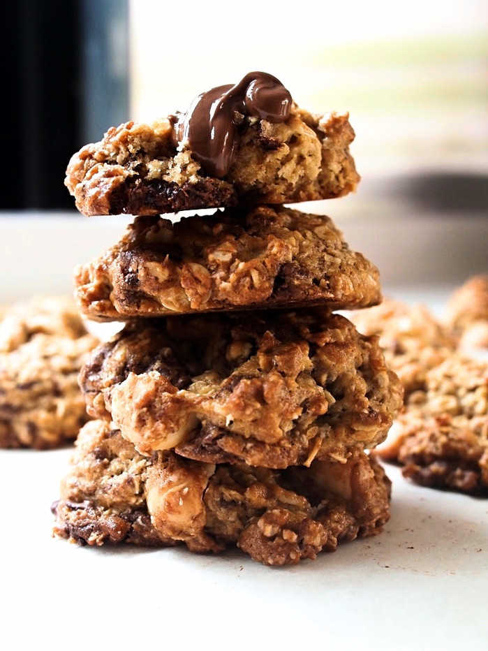 Oatmeal Chocolate-Chunk Macadamia Cookies