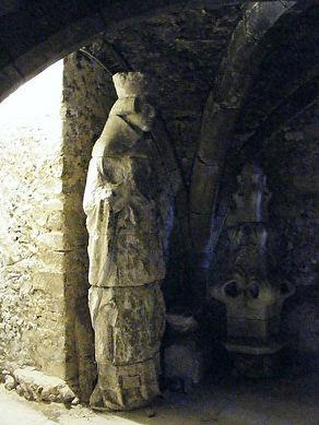 St Swithun Statue.jpg