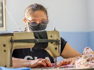 Costureiras de Heliópolis estão gerando renda e ajudando na prevenção à Covid-19