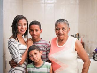 """Projeto """"Arrumando a Casa"""" traz alegria e esperança a família da Dona Maria José em Helióp"""