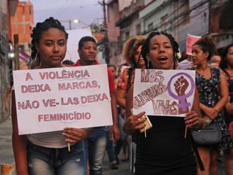 Mulheres saem as ruas para denunciar caso de feminicídio em Heliópolis