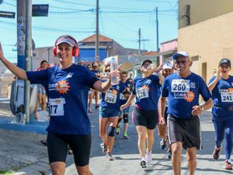 """300 corredores dão um verdadeiro """"abraço na comunidade"""" na 14ª corrida e caminhada de Heli"""
