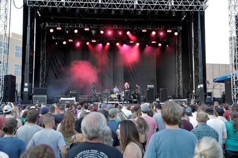 Metric, 80-35 Festival