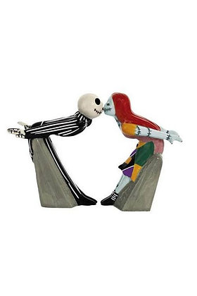 NIGHTMARE BEFORE CHRISTMAS JACK AND SALLY KISS SALT AND PEPPER SHAKERS