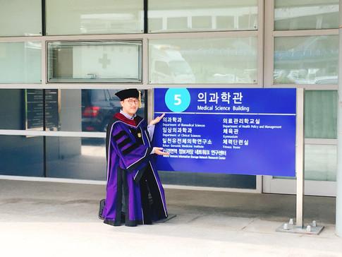 Congrats to Yongjin's graduation!