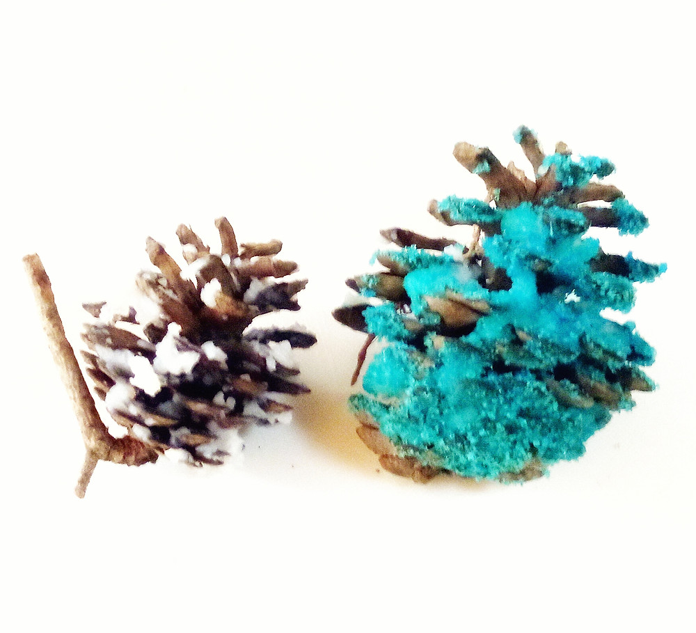 ecofriendly glitter pinecones for a fake snow look