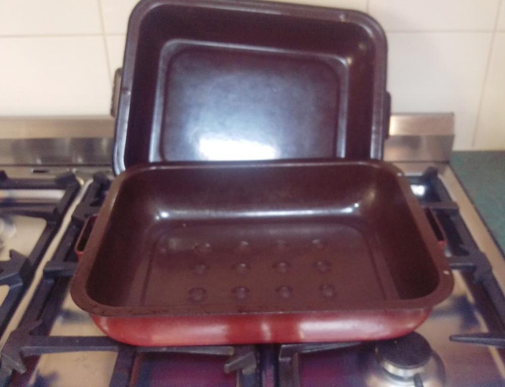 Versatile baking tray