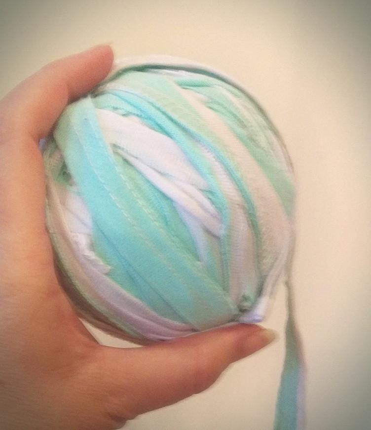 Making a t-shirt yarn ball