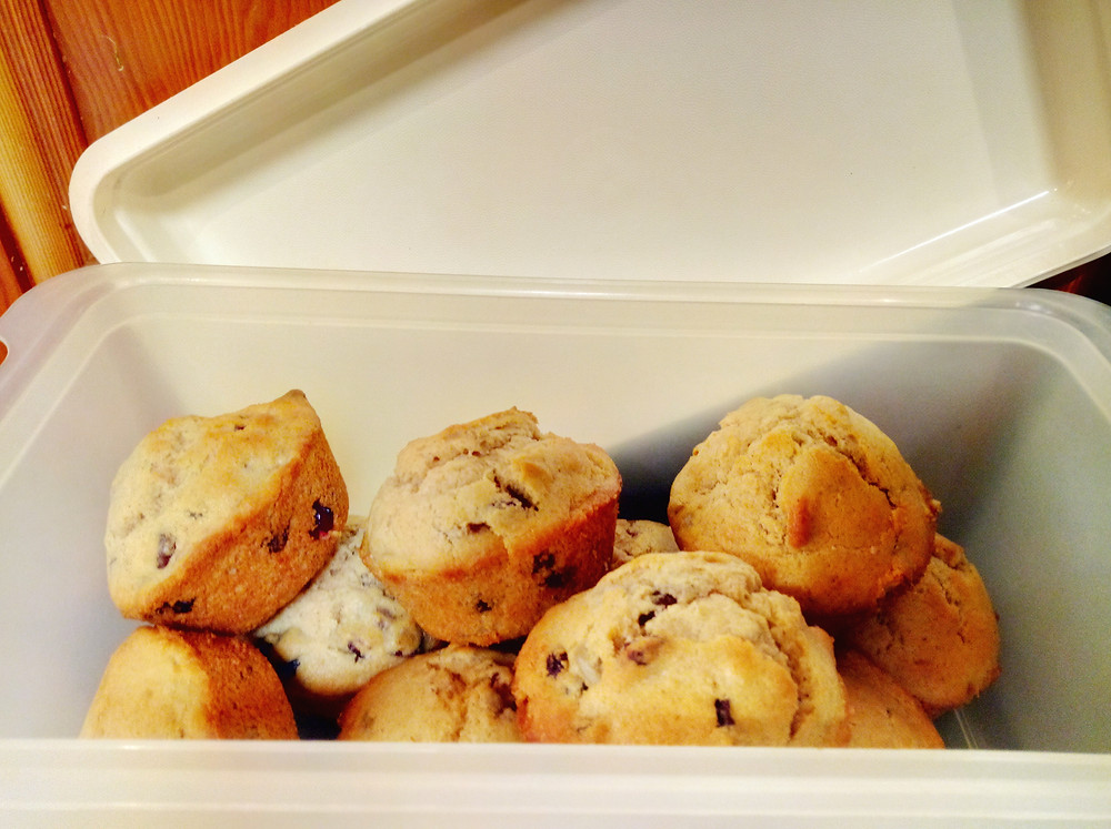 Storing muffins to keep fresh