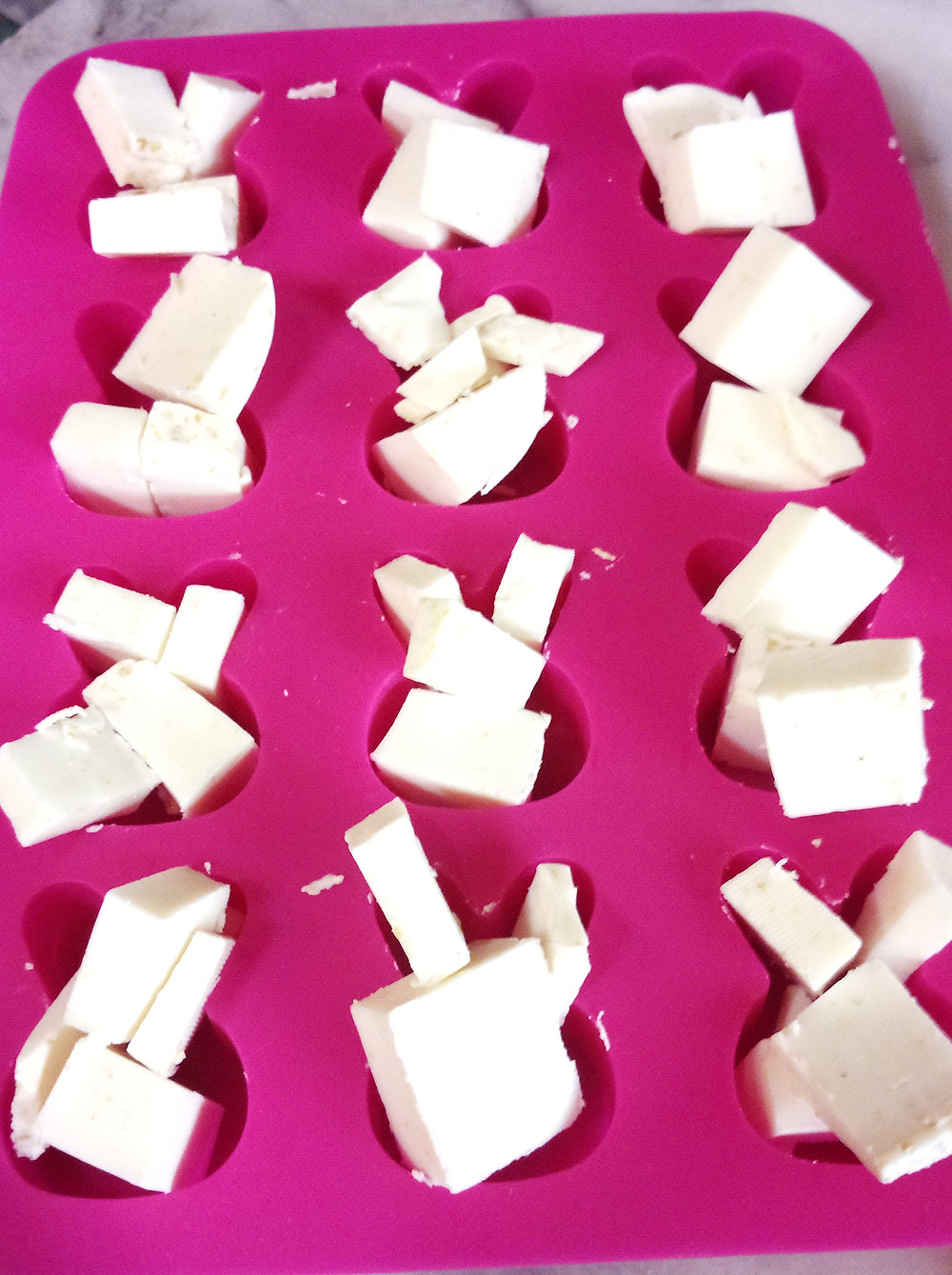 Place chopped soap into the mould to estimate quantity