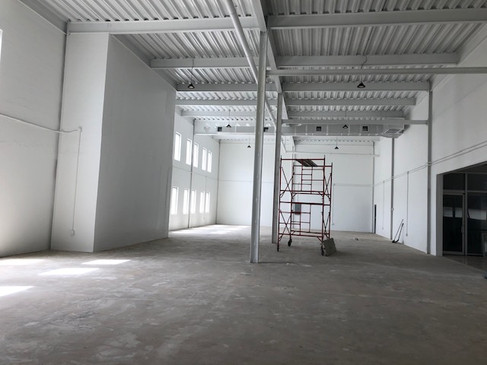Warehouse Centrally Located!!