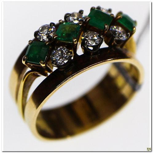 Gold Diamond & Emerald Ring