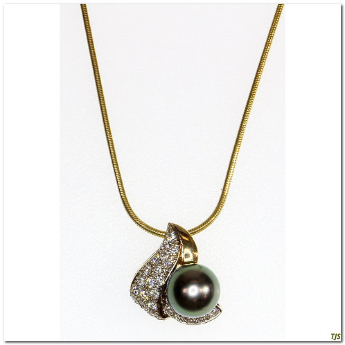 Gold Diamond & Pearl Necklace