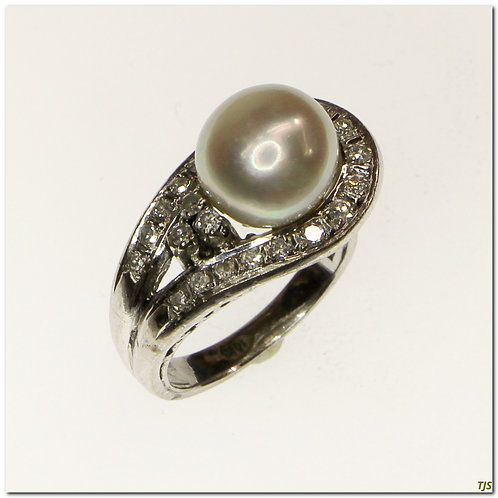 Gold Diamond & Pearl Ring