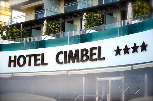 Piscinas exteriores Suites Hotel CImbel.jpeg