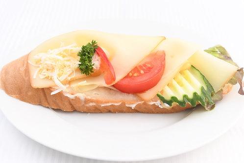 Chlebíček se 3 druhy sýru