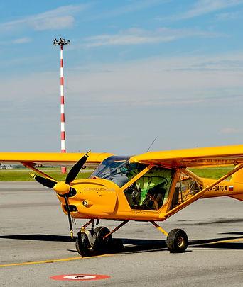 Многоцелевой учебно-тренировочный самолет, разработанный чешской фирмой Zlin. Предназначен для начального обучения пилотов и акробатических выступлений. Zlin 142 создан на базе учебно-тренировочного самолета Zlin 42. Его конструкция позволяет летать на довольно больших скоростях и выполнять фигуры высшего пилотажа.