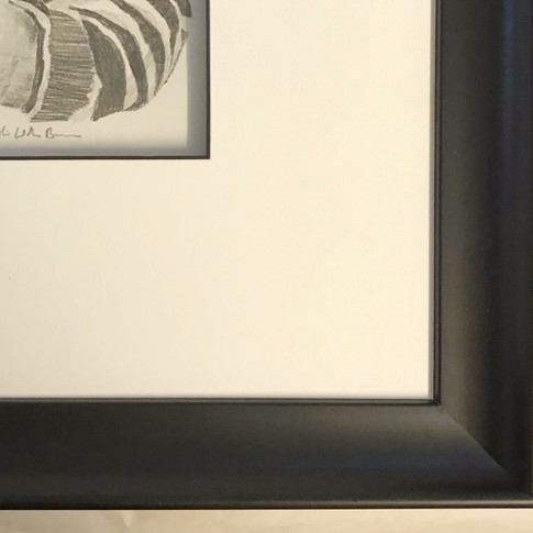 A thick black frame that gives a very dramatic finish