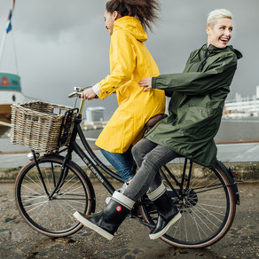 Lifestyle fashion fotoshoot / hip in de regen