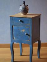 Table de nuit bleue/Atelier Couleurs carmin