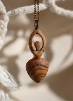 Atelier couleur carmin/bijoux bois