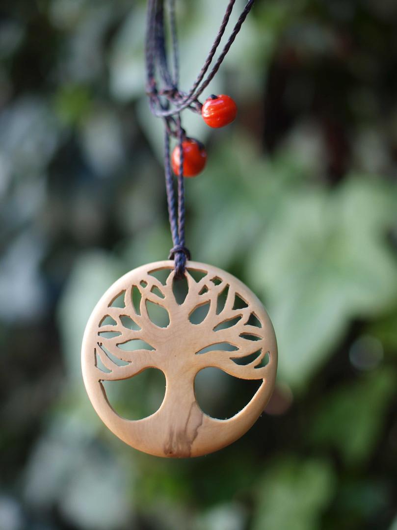 AAtelier couleur carmin/bijoux bois