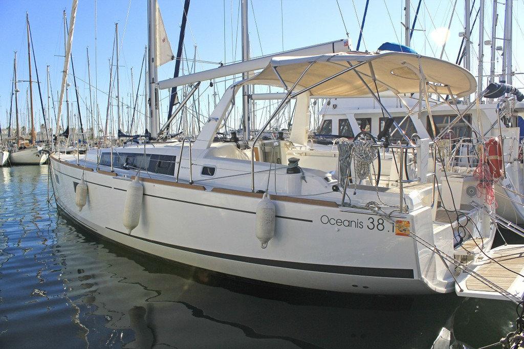 beneteau-oceanis-38.1-tifon-e917537e-7.j