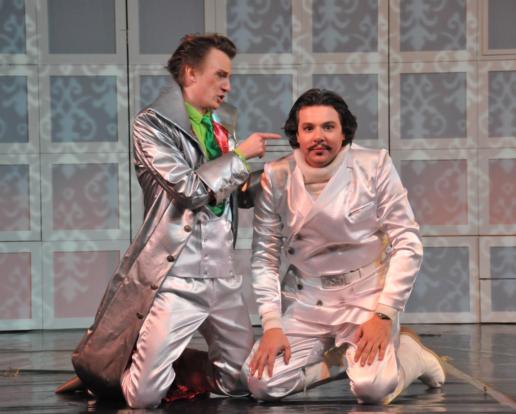 Die Fledermaus - International Opera