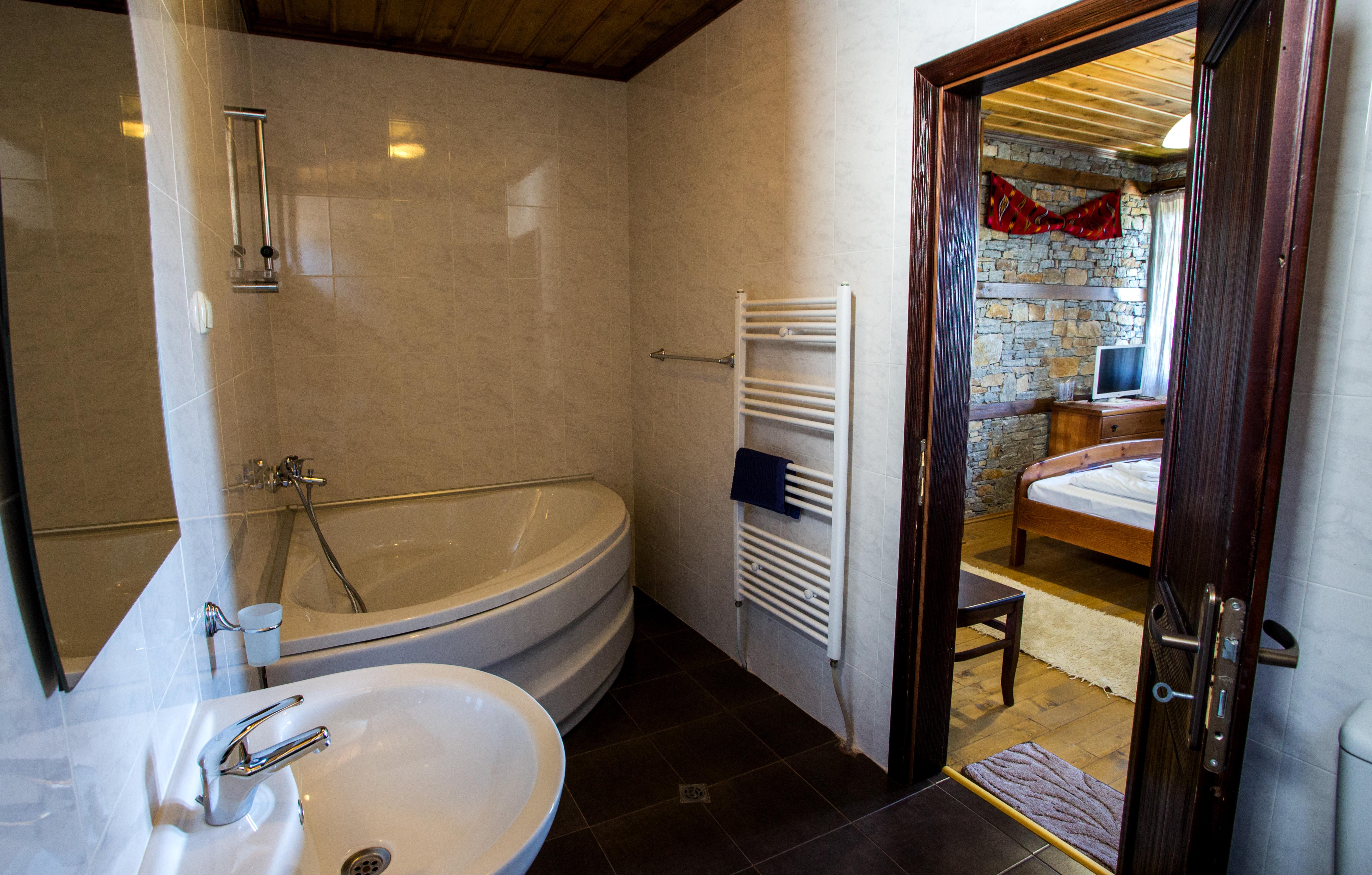 Баня спалня 1-ви етаж