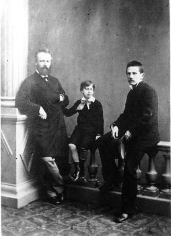 Met Nikolay Konradi en Modest Tsjaikovski
