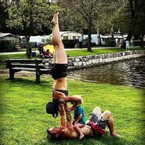 ud83cudf38acro yoga en familleud83cudf38