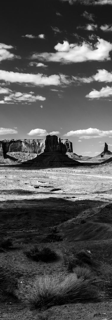 Monument Valley in Contrast