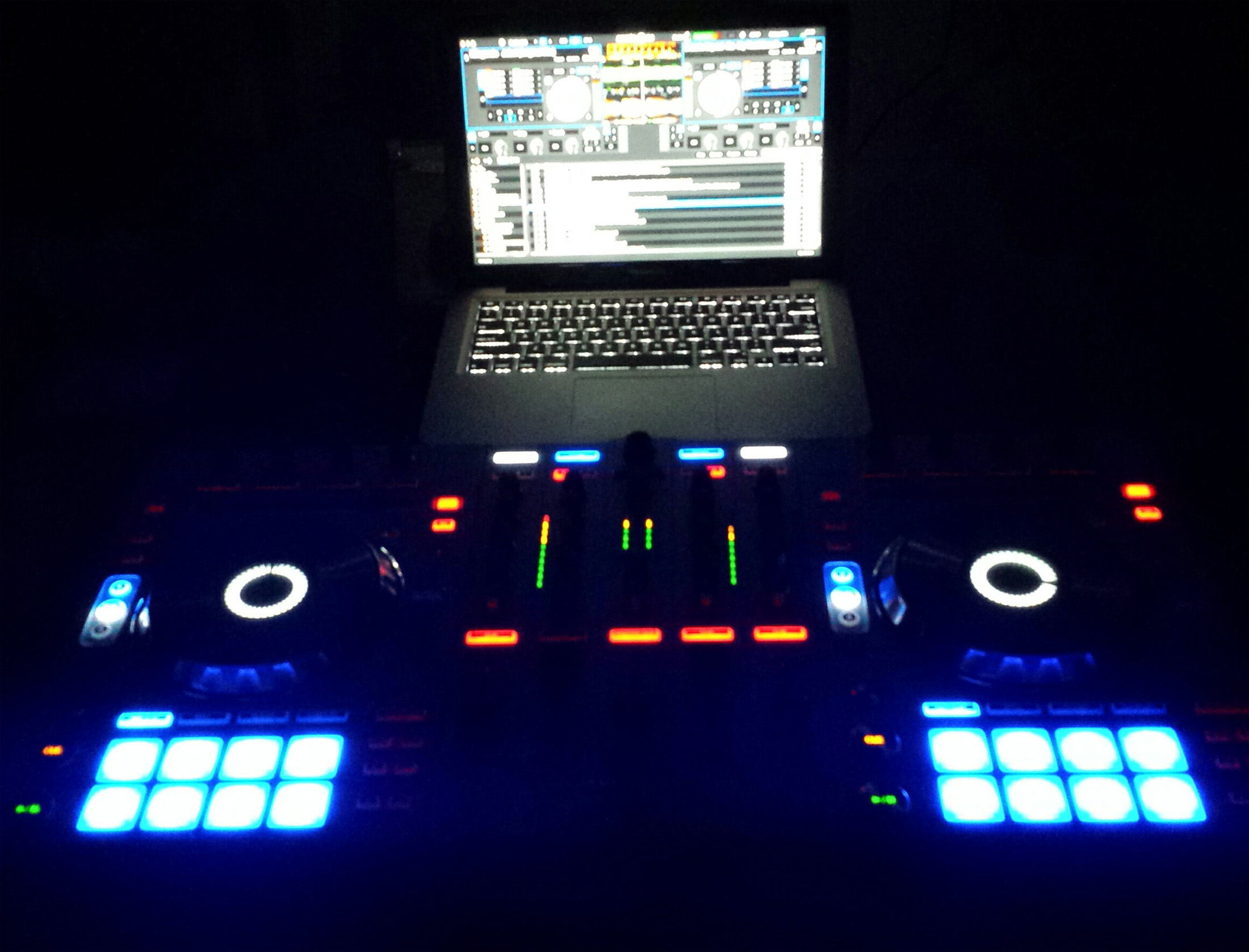 Macbook Pro X DDJ-SX White
