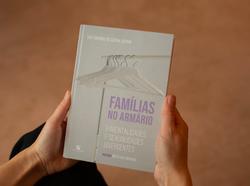 FAMÍLIAS NO ARMÁRIO