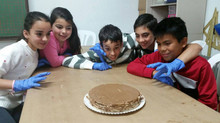 'Juega con nosotros' haciendo tartas