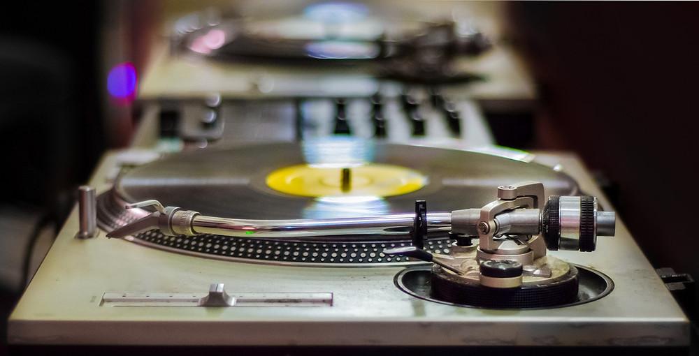 DJ Turntable Equipment