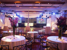 Summer Weddings: TVs or Projectors?