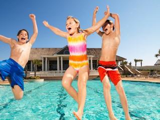 Qual a hora certa de permitir que os filhos se divirtam longe dos pais?